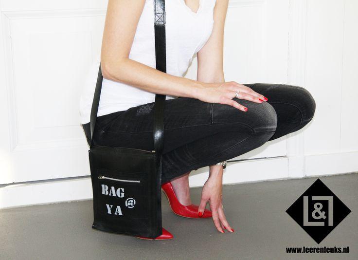 Festival Bag@Ya Black: handgemaakt schoudertasje van Bag @ Ya van stevig leer met een glimmertje, een echte eyecatcher! Super handig voor bijvoorbeeld een avondje uit of om mee te nemen naar een festival!