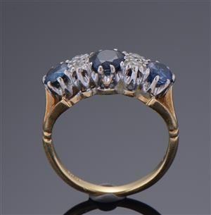 Lauritz.com - Ringe - Guldring med safirer og diamanter - DK, Herlev, Dynamovej