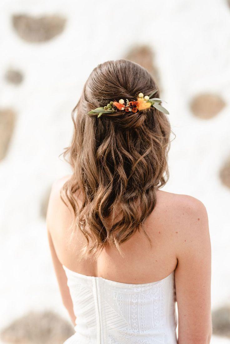 Hochzeitsdeko Und Brautinspiration In Naturtonen Hochzeitskiste In 2020 Frisur Hochzeit Brautfrisuren Mit Blumen Brautfrisur