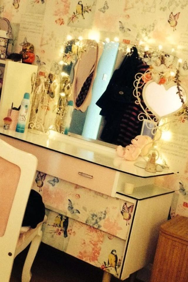 I upcycled a 1960/70s dressing table for my little sister. I used colours and wallpaper from her room to coordinate x