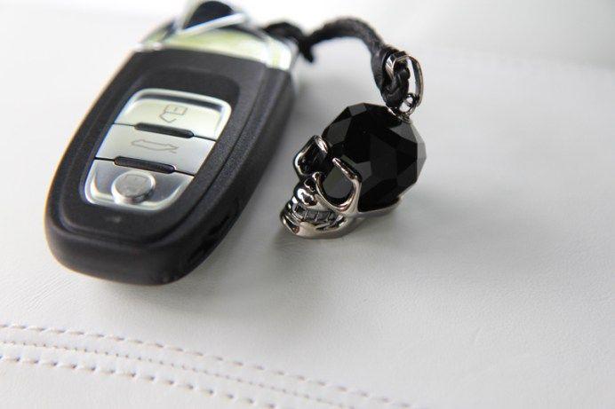 ランボルギーニウラカンのリモコンキー内蔵電池が切れたバッテリー交換の様子を紹介