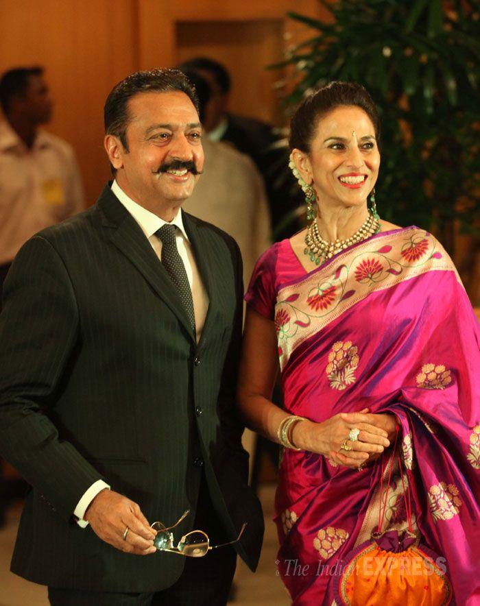 Shobhaa De in paithani saree poses with Gulshan Grover for cameras