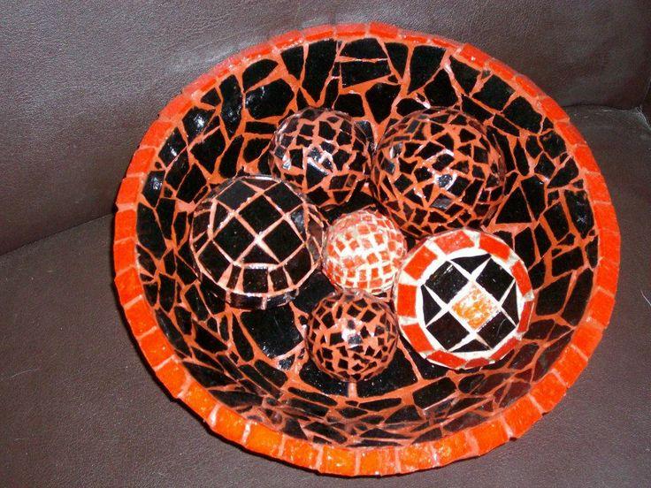 centro de mesa grande con esferas, todo revestido con azulejos y venesitas autor claudia lara