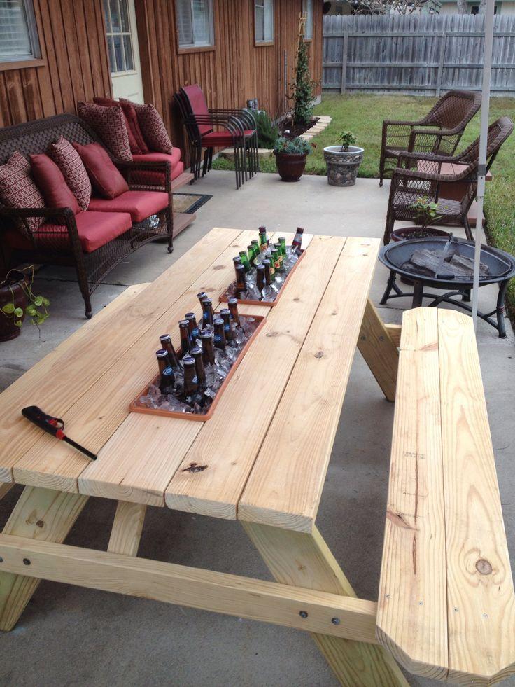 Geschafft!! Holztisch mit Bierkühler !!