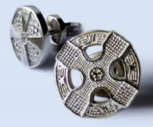 Мужские серьги из серебра. От них за версту веет скандинавским очарованием. Немного холодным и очень мужским.