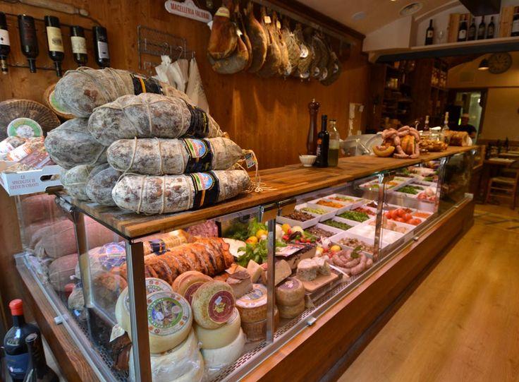 Firenze - All'Antico Vinaio. Panini e focacce con farcitura a scelta e vino self-service in piccolo bar-paninoteca dall'atmosfera vivace. Il più cliccato al mondo su TripAdvisor