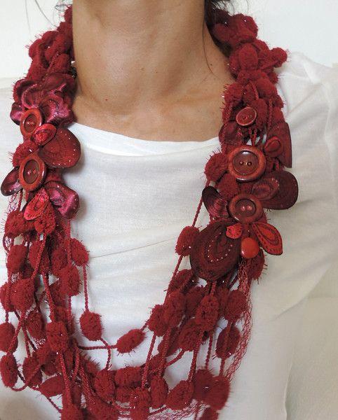 Collana tessile rossa con fiori di seta e bottoni di Luciana Torre SHOP - ceramica, accessori tessili, borse e foulard, dipinti a mano con amore su DaWanda.com