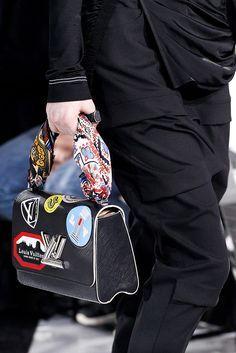 Louis Vuitton Fashion Show details                                                                                                                                                                                 Mehr