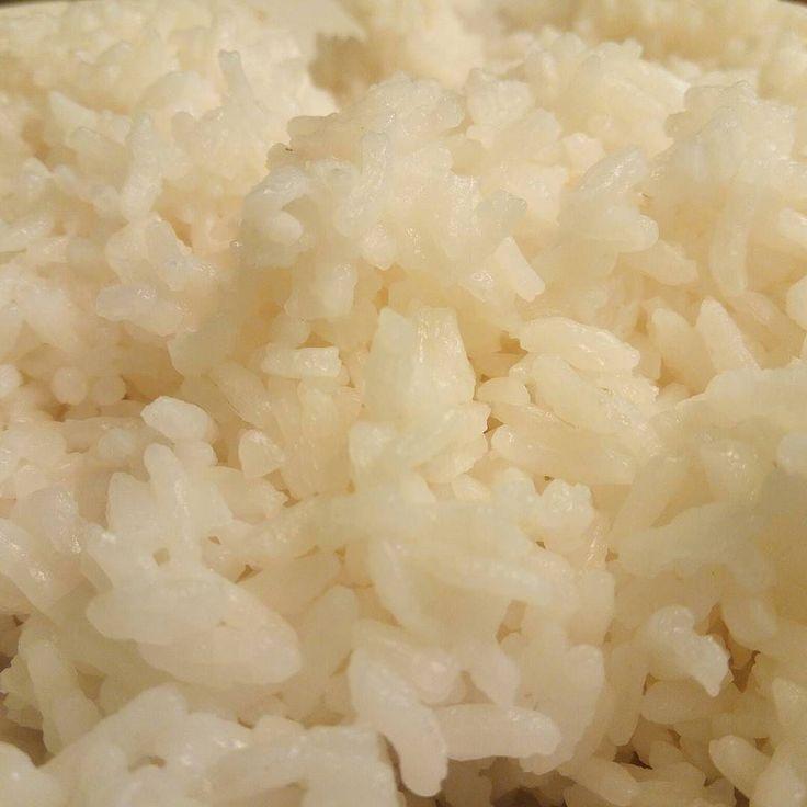 Nasi masih menjadi makanan pokok Orang Indonesia.  Saya makan nasi Dua Kali dalam satu Hari. Mungkin ada yg masih 3 Kali satu Hari.  And sendiri berapa Kali makan nasi dalam satu Hari ? Jika tidak makan nasi apa yg And makan sebagai penggantinya?