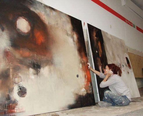 conny niehoff hat ihr eigenes atelier in colbitz. dort arbeitet sie als freischaffende künstlerin, ihre bilder sind abstrakt-expressiv. hier kann man ihre abstrakten bilder betrachten, kunst kaufen oder selbst kreativ werden und an malkursen teilnehmen. abstrakte malerei kaufen, expressive malerei, bilder kaufen, malerei, galerie, kunstgalerie in magdeburg, gemälde, malkurse in magdeburg, malreisen