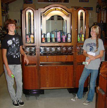 Les 125 meilleures images du tableau vintage vending machines sur pinterest distributeur - Machine a orange pressee ...