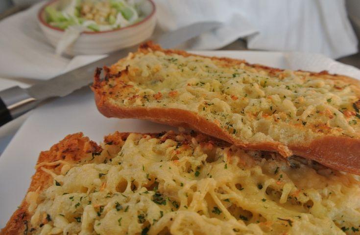 Een lekker bijgerecht, knoflook-kaasbrood - Lekker en Simpel