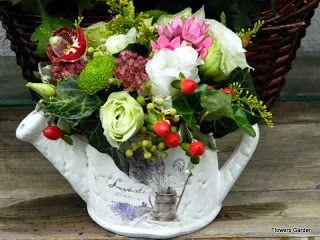Flowers Garden, passion for colours: Aranjament floral in stropitoare ceramica cu lisia...