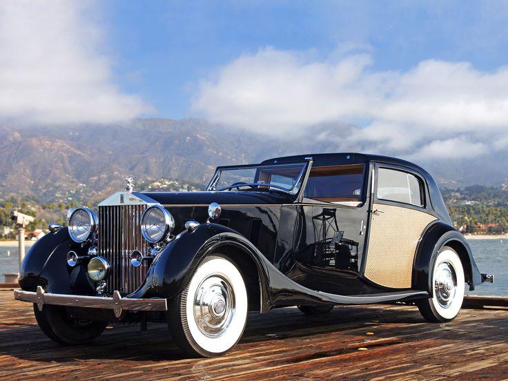 1938 Rolls-Royce Phantom III Sedanca de Ville.