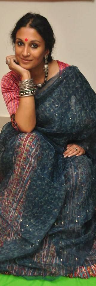 Painter Dithi Mukherjee in an amazing hand loom saree. Looks like a blue jamdani worn on a multicolour petticoat but not sure.- original pin by @webjournal