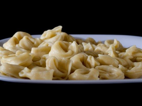 Тортеллини с курицей, сыром и мускатным орехом