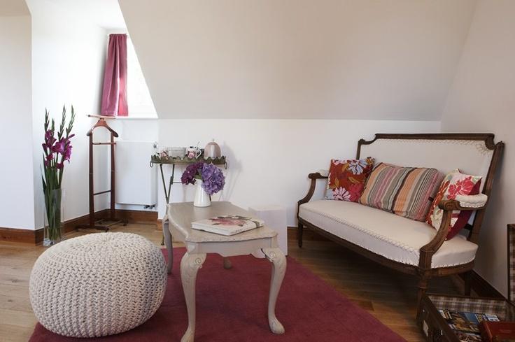 Salon Chambre Glenan de  la maison d'hôtes de charme la Ferme de Kerscuntec en Finistrère, bretagne Sud, entre Quimper et Bénodet, entre mer et campagne.
