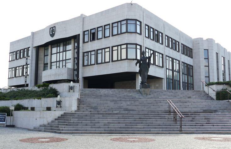 #Slovensko čakajú predčasné parlamentné #voľby http://my.slbeu.eu/predcasnevolby #BélaBugár #predčasnévoľby #vládnakríza #SNS #Smer #MostHíd #RobetFico