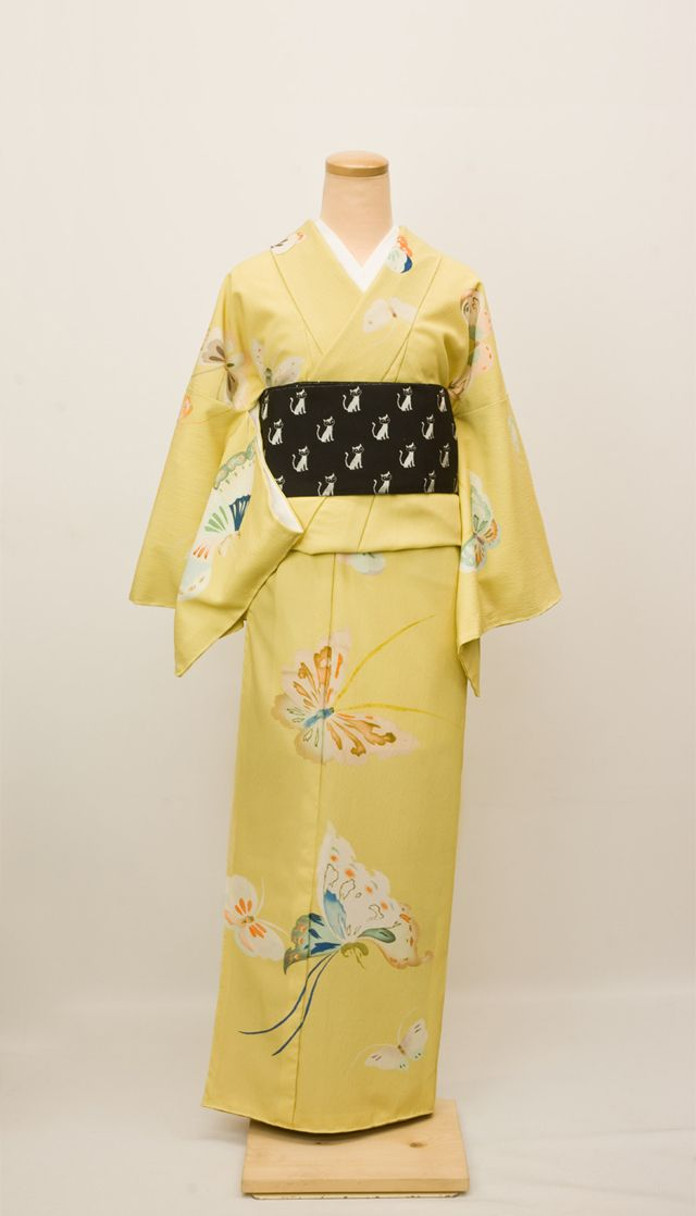 I would so wear the hell out of this antique kimono.