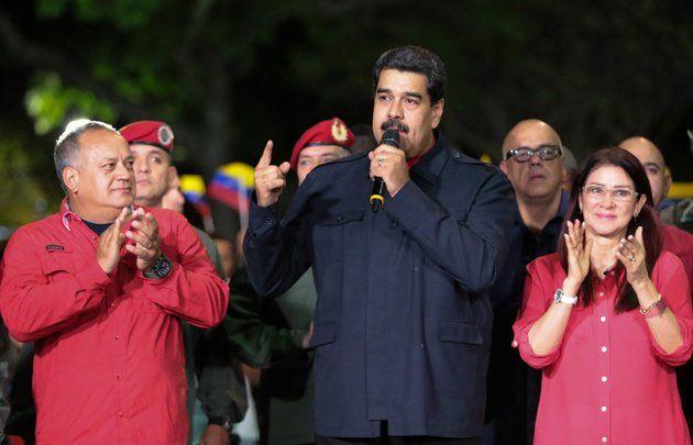 Internacionales | Venezuela adelantó las presidenciales para antes de abril  Foto WEB  Estaban previstas para fin de año. Nicolás Maduro será el candidato oficialista. Para analistas buscarán aprovechar la crisis de credibilidad que sufre la opositora Mesa de la Unidad Democrática.  La Asamblea Nacional Constituyente que rige a Venezuela con poder absoluto adelantó este martes para el primer cuatrimestre antes del 30 de abril las elecciones presidenciales en las que el mandatario Nicolás…