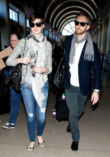 Anne Hathaway Photo - Anne Hathaway and Adam Schulman Arrive in LA