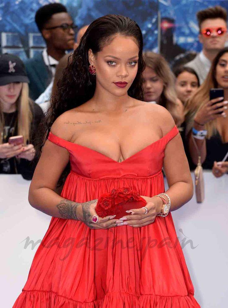 """Rihanna y Cara Delevingne asistieron al estrenos de la película en la que participan ambas, """"Valerian y la ciudad de los mil planetas"""", y que tuvo lugar en Cineworld Leicester Square en Londres."""