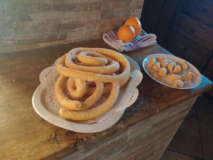 Eccomi qua, dopo un peridio d'assenza, con una nuova nuovissima ricetta carnevalesca sarda: le frittelle lunghe o meglio conosciute come ''sas cattas'' o..