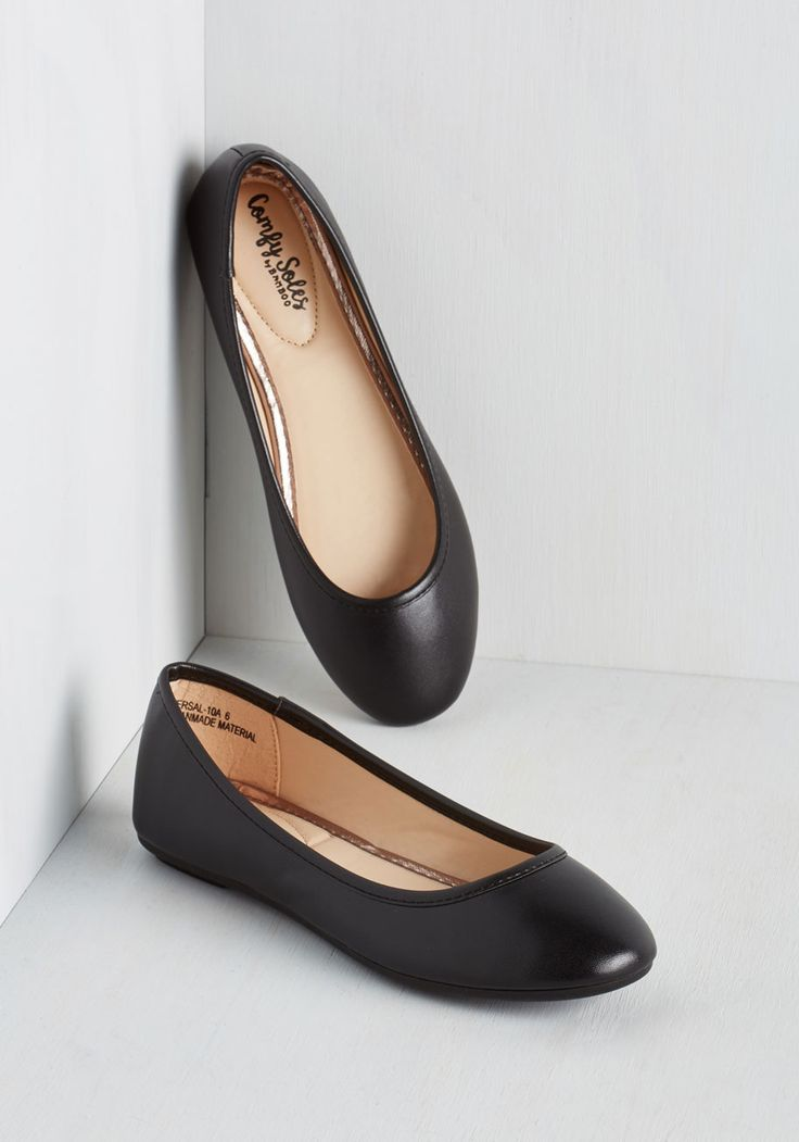 Awesome All Over Again Flat in Black. When it comes to trusty footwear, it doesnt get much better than simple black ballet flats. #black #modcloth