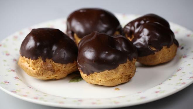 Günaydın! İşte haftanın çikolata günü geldi! Günün tarifi çikolatalı bezeler, çay içmek için leziz bir bahane...     http://24kitchen.com.tr/tarifler/cikolatali-bezeler