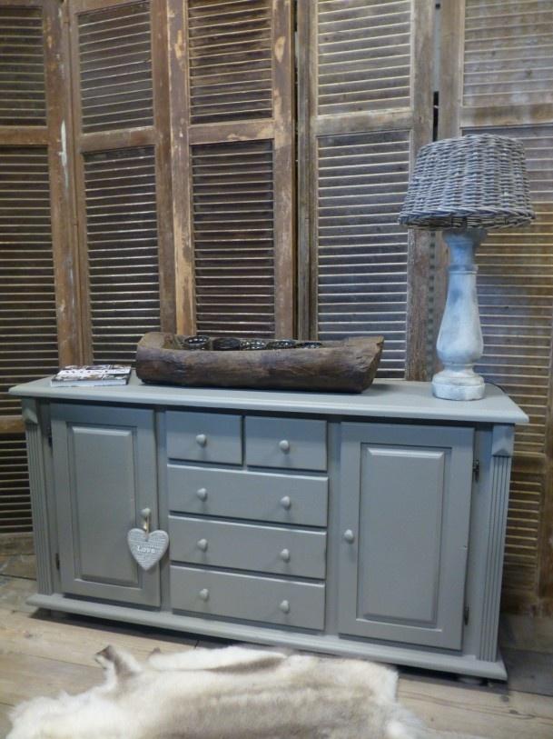 """Landelijk Dressoir uit """"HET GRACHTENPAND"""" Collectie Binnenzijde en buitenzijde is behandeld met een mooie grijse Taupe tint een prachtige natuur tint die met vele kleuren is te combineren."""