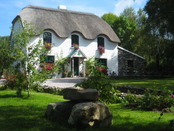 Lissyclearig Bed and Breakfast in Kenmare, County Kerry, Ireland. This place is so cute!