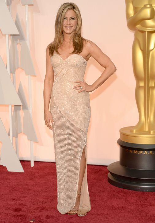 Jennifer Aniston in Versace at the 2015 Oscars