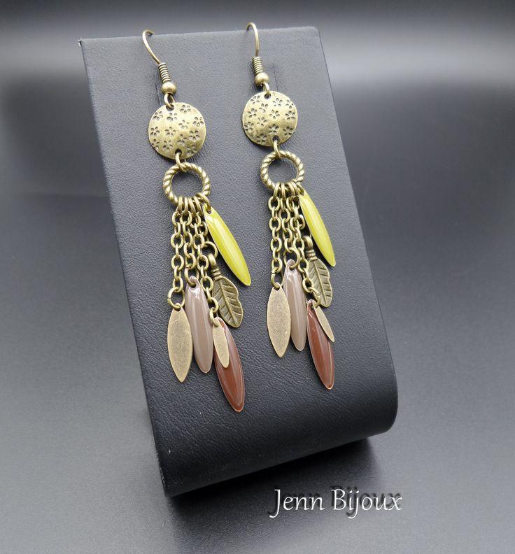 Boucles d'oreilles en métal bronze vert kaki et ton marron, sequins émaillés navette et métal, breloque plume, anneau : Boucles d'oreille par jenn-bijoux-fait-main
