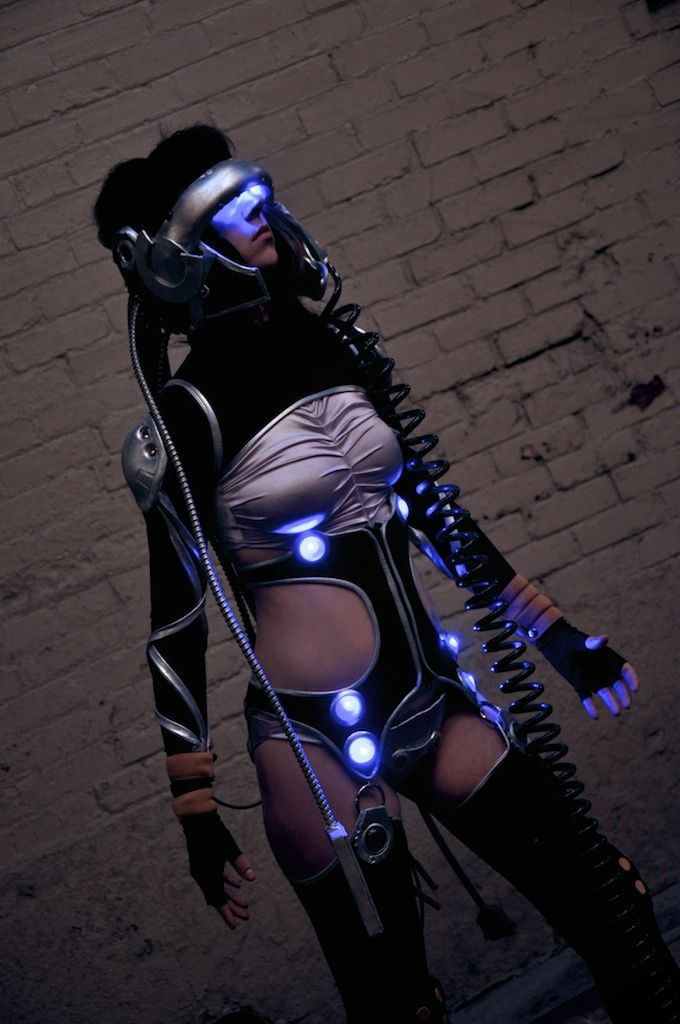 Well, pair this outfit with the Oculus Rift HMD and you can totally make this work. (From original post: Cyberpunk Fashion. Major Motoko Kusanagi)