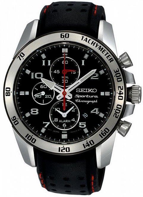 Montre Seiko Sportura chronographe avec bracelet en cuir noir avec des trous et boîtier acier, fonction date et chronomètre.