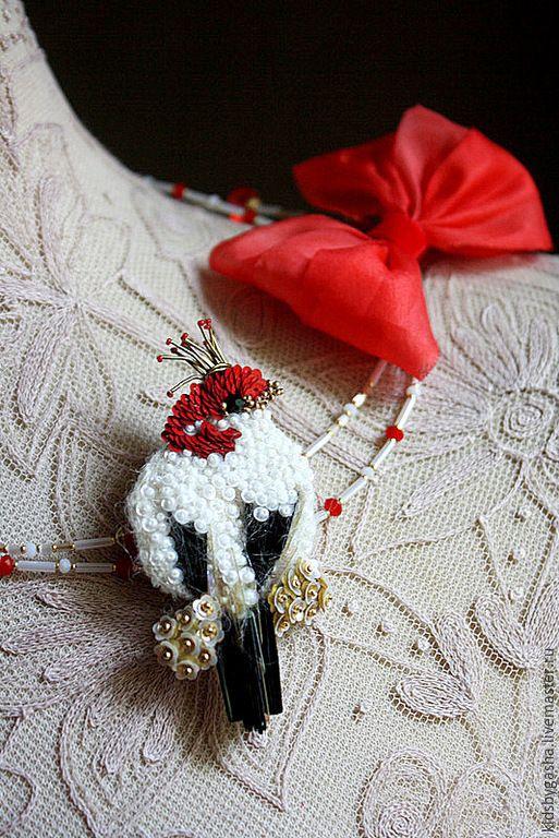 Купить Брошь KB15016 - белый, красный, черно-белый, птичка, брошь, бусины, детское украшение