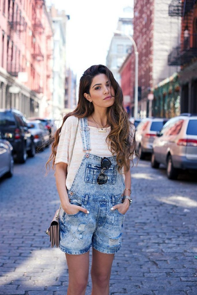 b8ad1dd4e04 How To Wear An Oversized T-Shirt - 9 Outfit Ideas For 2019