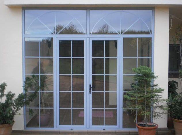 17 mejores ideas sobre puertas de aluminio en pinterest - Puertas de entrada con cristal ...