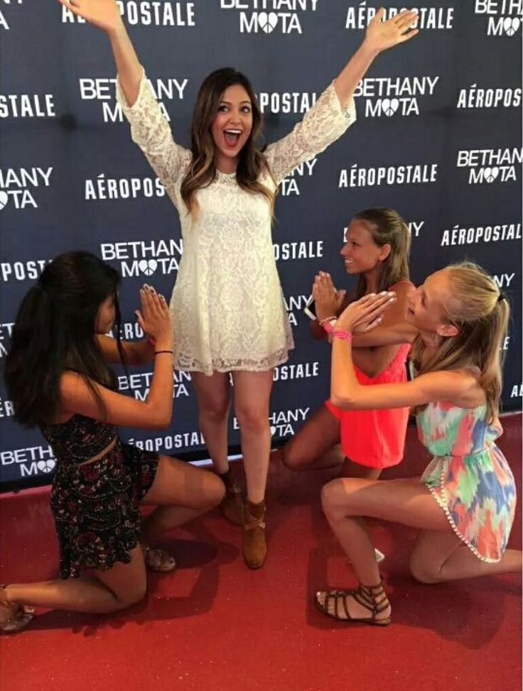 563 best bethany mota images on pinterest bethany mota noel and bethany and some fans at the nyc times sqaure meetup july 27th m4hsunfo