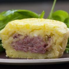 Seus convidados vão se surpreender com este prato saborosíssimo e super fácil de fazer. | Um escondidíssimo de carne seca vale mais que dez escondidinhos