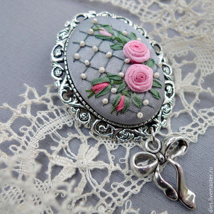 Купить Брошь с вышивкой Ажурное настроение - брошь с вышивкой, брошь с розами, брошь с вышивкой лентами