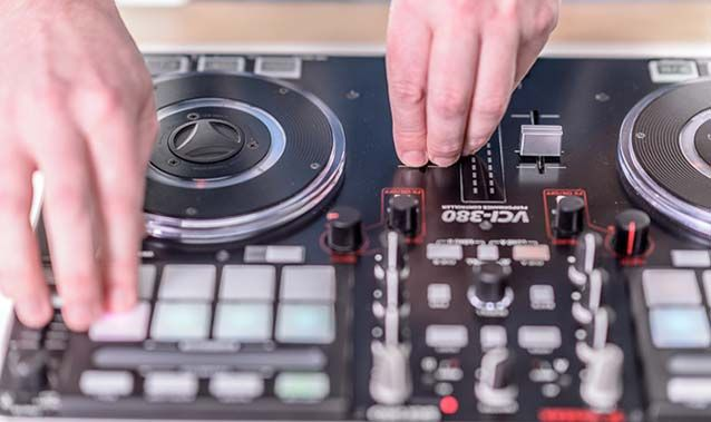 Check out Martin, the fearless support team leader at Serato, showing off his skills on the Vestax VCI-380 and Serato DJ.