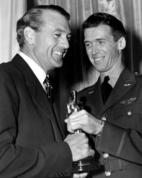 1942: Gary Cooper receives his Best Actor Oscar for Sergeant York from James Stewart