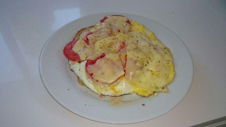 Ei met tomaat, kaas en provençaalse kruiden, probeer het nu zelf!