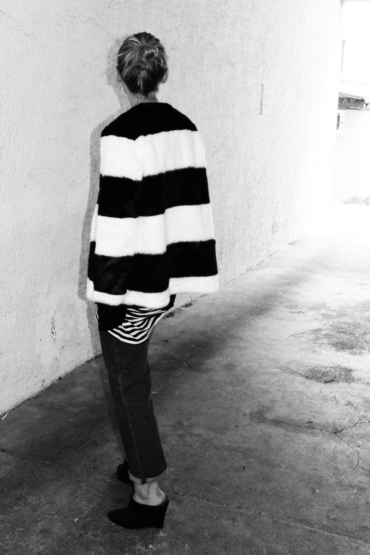 schwarz-weiss Look#felljacke #mango ##kunstfell #ootd #lotd #streetstyle #jeans #H&M #fashionblogger