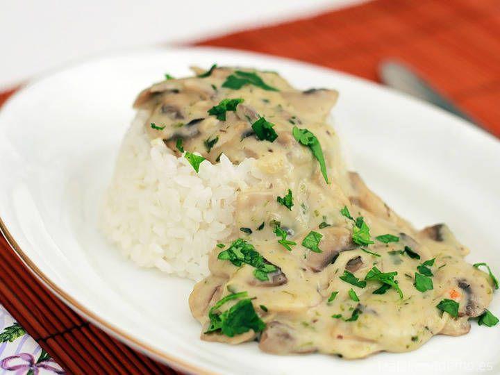 Salsa de champiñón Thermomix: muy fácil y rápida, ideal para arroz y pasta, para pescado o para carne. Lista en pocos minutos para consumir al instante.