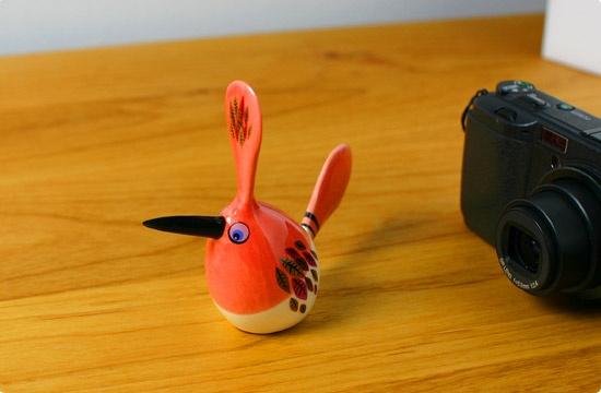 Hannah Turner 陶器の鳥 クレステッド・ファン・テイル(レッド・フェザー) - 鳥モチーフ雑貨・鳥グッズのセレクトショップ:鳥水木    #bird #torimizuki