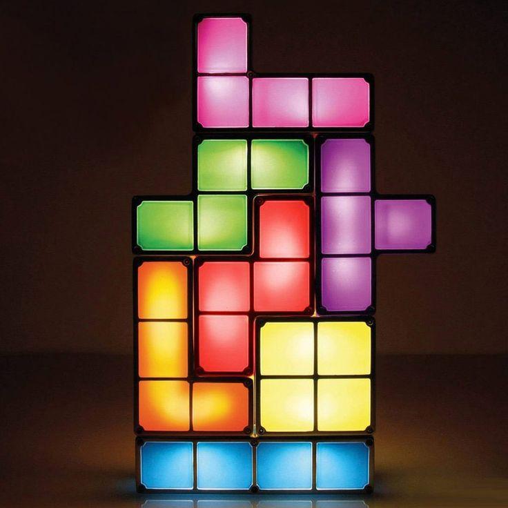Simpatica lampada LED tetris, le componenti si possono assemblare in diverse posizioni. Seguici su Facebook #eccoperchesonoalverde #ideeregalo #divertente #frasidivertenti