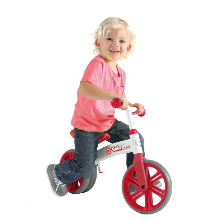 Yvelo est une draisienne évolutive. Dès les 18 mois de l'enfant, pour plus de stabilité, Yvelo s'utilise avec deux roues arrière. L'enfant démarre cet apprentissage en douceur, il acquiert équilibre et assurance. Quand il est à l'aise et sûr de sa stabilité, une des deux roues arrière se retire. Le guidon et la selle sont aussi évolutifs car réglables en hauteur. Les roues en caoutchouc offrent plus de confort. L'enfant peut ensuite passer directement à l'apprentissage...