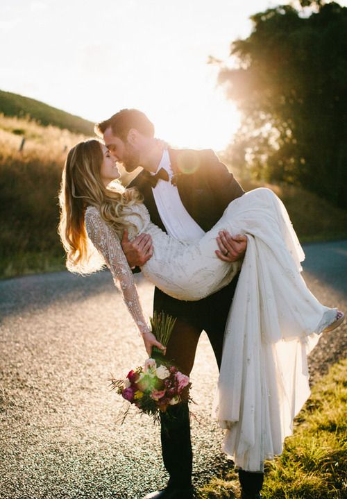 Romantic Honeymoon : love photos of the groom carrying the bride over the threshold